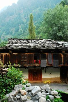 Over the last decade #Manali has grown from an outback Himachali town to a busy tourist destination bustling with as many as 400 hotels. Surrounded by towering peaks at arm's length, Manali major asset is its proximity to the snowline, never more than a few hour drives from the town, nestling at a comfortable 2,050 meters.