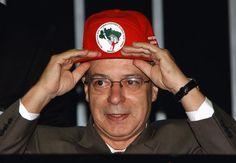 Sem-terra: os mártires de Betto.  Bruno Braga.  Para ler o artigo acesse este link: [http://b-braga.blogspot.com.br/2014/12/sem-terra-os-martires-de-betto.html].