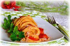 #Ricetta #Pasta #veloce.  #Spaghetti #tonno e #pomodori un #condimentoveloce cremoso al #latte.. dell'ultimo momento, il tempo di cuocere la pasta ed è pronto!! Ottimi anche per chi lavora ma non vuole rinunciare ad un primo piatto gustoso. La ricetta nel mio #BlogGZ #Dolcipocodolci http://blog.giallozafferano.it/dolcipocodolci/spaghetti-tonno-e-pomodorini-blog-dolcipocodolci/