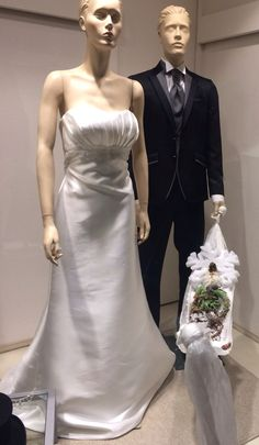 Le nostre vetrine di Natale!!!!! www.tosettisposa.it #wedding #weddingdress #tosetti #tosettisposa #nozze #bride #alessandrotosetti #carlopignatelli #domoadami #nicole #pronovias #alessandrarinaudo