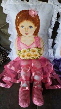 Детские подушки-куклы с росписью акриловыми красками (9) (393x700, 284Kb) Sewing Pillows, Diy Pillows, Decorative Pillows, Sock Dolls, Baby Dolls, Hobbies And Crafts, Diy And Crafts, Sewing Crafts, Sewing Projects