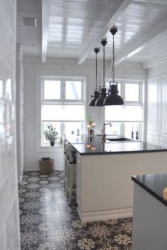 My kitchen ➰ @behindabluedoor #kitchen #ulfventiles