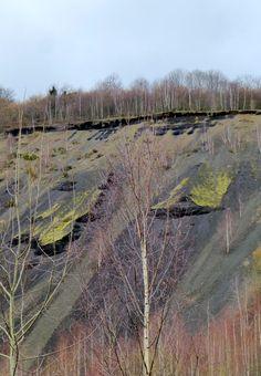 Le puy de la Nugère est un volcan de la chaine des Puys, dans le Massif Central. Situé près de Clermont-Ferrand et de Volvic, dans le Puy-de-Dôme, il est à l'origine de deux productions locales : l'eau de Volvic et la pierre de Volvic. En savoir plus sur http://www.sejour-touristique.com/vacances-en-france/decouverte-de-nos-regions/auvergne/puy-de-dome/le-puy-de-la-nugere.html#zPYbXbvHZo0uyGCP.99