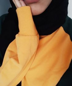 ♤♡Your only limit is your mind ♡♤🌼🌻🌹. Niqab Fashion, Modest Fashion Hijab, Modern Hijab Fashion, Street Hijab Fashion, Muslim Fashion, Cute Girl Photo, Girl Photo Poses, Girl Photography Poses, Ootd Hijab