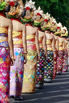 BaLinese girLs on the Line (via Ghaghah Vektoretro)