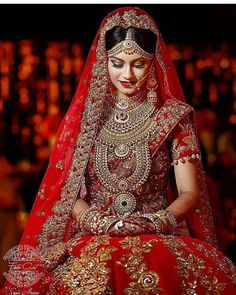 This app includes a collection of best handpicked Indian Bridal Dresses. Indian Bridal Photos, Indian Bridal Outfits, Indian Bridal Makeup, Indian Bridal Fashion, Indian Bridal Wear, Bridal Dresses, Dress Wedding, Wedding Makeup, Wedding Heels