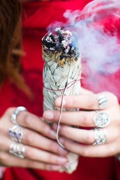 Here's How to Properly Sage Your Home so You Can Cleanse Your Space Samhain, Mabon, Spiritual Cleansing, Energy Cleansing, Sage Smudging, Burning Sage, White Sage Smudge, Smudge Sticks, Artemis