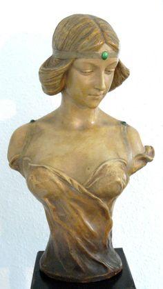 Jugendstil Büste von Montenave, Goldscheider, Wien, um 1907, Terrakotta. Design