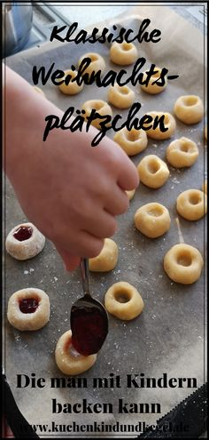 Christmas cookies - 4 classics that you can bake wonderfully with children- Weihnachtsplätzchen – 4 Klassiker die man wunderbar mit Kindern backen kann Everyone likes Christmas cookies. Here you will find 4 … - Cookie Recipes For Kids, Cookies For Kids, No Bake Cookies, Christmas Cookies, Baking Cookies, Cake Recipes, Dessert Recipes, Baking With Kids, Biscuit Cookies