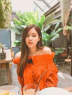 ╚blackpink iconsthetic w\ headers╗ - rose Off Shoulder Outfits, Off Shoulder Blouse, Divas, Kim Jisoo, Jennie Lisa, Girl Celebrities, Celebs, Yg Entertainment, South Korean Girls