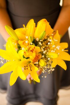 amazing yellow bouquet for bridesmaids- LOVE, LOVE, LOVE!!