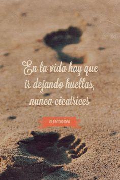 """""""En la #Vida hay que ir dejando #Huellas, nunca #Cicatrices"""". @candidman #Frases"""