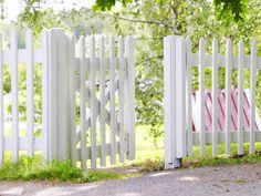Maalaa aita hohtavan valkoiseksi   Aidat ja portit   Piha ja