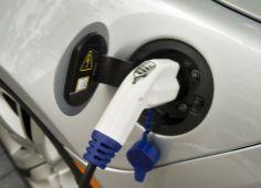 Oei, de fiscus loopt een half miljard mis door alle stimuleringsmaatregelen rondom elektrisch rijden. http://www.z24.nl/geld/fiscus-loopt-half-miljard-mis-door-elektrisch-rijden