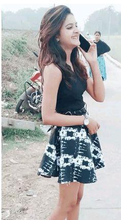 Cute Young Girl, Stylish Girl Pic, Cute Girl Photo, Indian Girl Bikini, Indian Girls, Beautiful Girl Photo, Beautiful Girl Indian, Girl Pictures, Girl Photos