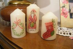velas decoradas con servilletas de decoupage Decoupage, Xmas, Christmas, Pillar Candles, Centerpieces, Homemade, Ornaments, Flowers, Projects