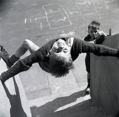 Nigel Henderson Unidentified children playing on Chilsenhale Road, London,c.1953 From Nigel Henderson Estate