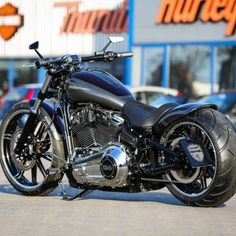 "Harley Davidson Softail Custom Breakout ""Purple Greace"" by Thunderbike Custom Street Bikes, Custom Motorcycles, Custom Bikes, Harley Davidson Breakout Custom, Harley Davidson Photos, Bobber Bikes, Chevy Van, Harley Bikes, Air Ride"