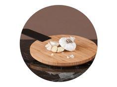 Bambusová verzia z rodiny Thick&Thin dopĺňa masívnu granitovú verziu svojou ľahkosťou. Spolu tvoria komplementárnu sadu, ktora prináša do kuchyne z každým materiálom jedinečnú funkčnosť. Thick And Thin, Table, Furniture, Design, Home Decor, Bamboo, Homemade Home Decor, Mesas