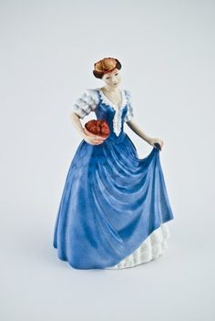 Love these porcelain girls, each are different! Beautiful and slightly gory =) Check out all of them!