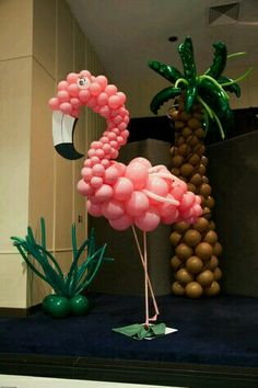 Flamingo and palm balloons Hawaiian Birthday, Luau Birthday, 1st Birthday Parties, Pink Flamingo Party, Flamingo Birthday, Aloha Party, Luau Party, Balloon Decorations, Birthday Decorations
