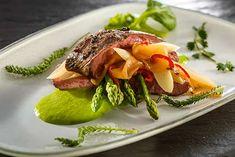 Steak, Beef, Food, Lettuce Recipes, Asparagus, Cattle, Food Food, Meat, Essen