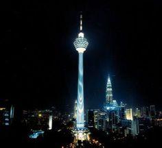 Kuala Lumpur la Torre, Malasia a la que Revinson Martin estaba en Kuala Lumpur, Malasia, donde él fotografió Kuala Lumpur la Torre. También sabido(conocido) como la Torre KL, fue construido en 1995 y es usado para objetivos de comunicación. La torre también destaca una antena grande sobre la cima.