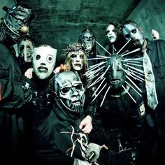Slipknot lol love it. Fucking weirdos.