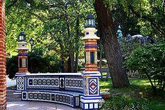 Parque del Retiro. Ornamentacin cermica de la Casa de Fieras. Madrid (Carlos Vias-Valle) Tags: madrid ceramica farolas retiro casafieras