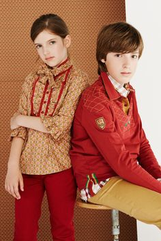 Printed blouse with red trouser by Trasluz #modainfantil #fashion #kidswear
