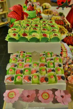 Festa Infantil - Joaninhas no Jardim, doces joaninhas modeladas http://www.suelicoelho.com.br/2012/03/festa-infantil-joaninhas-no-jardim-da.htm