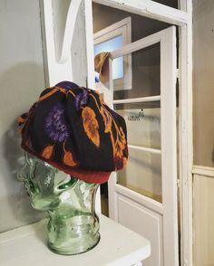 @inmossmadrid #propuesta #muse #brocado #flores #cabeza #head #piel #skin #cristal #inmoss #gorro #texture #thinking #details #texture Nos encanta que las prendas que rozan tú piel te hagan estar de mejor humor .... Y es posible 😊 #nosgustaverte #happy #goodhumor