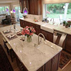 Tan Kitchen Walls, Kitchen Slab, Granite Kitchen Counters, Kitchen Room Design, Kitchen Tops, Stone Countertops, New Kitchen, Kitchen Decor, Granite Stone