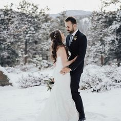 Winter weddings are incredible 😻and sparkling crystal jewelry 💎is perfect for the wedding dress👸🏼 Beach Wedding Hair, Wedding Hair Pieces, Bohemian Headpiece, Bridesmaid Hair Accessories, Bridal Hair Vine, Winter Weddings, Floral Hair, Crystal Jewelry, Bridesmaid Gifts