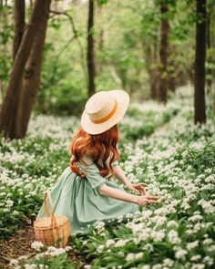 Princess Aesthetic, Aesthetic Girl, Aesthetic Outfit, Foto Fantasy, Vintage Mode, Girl Photography Poses, Whimsical Photography, Magical Photography, Spring Photography