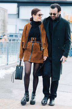 Street style: New York Fall/Winter Fashion Week Fashion Couple, Fashion Week, New York Fashion, Trendy Fashion, Fashion Styles, Street Fashion, Fashion Trends, Fashion Ideas, Fashion Images