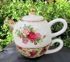 ROYAL ALBERT ,COUNTRY ROSE TEAPOT & CUP  great gifts