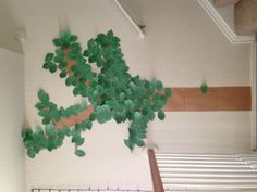 """! Instead, make a """"Dad Tree"""": Every day of deployment we put our favorite thing from that day on a leaf and tape it to the tree. When the leaves are gone Dad comes home! And we have a great way to remind us tell Dad about our favorite stories. #military #family"""