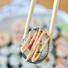 Spicy Sushi Sauce with Mayonnaise, Sriracha Sauce, Lemon Juice, Sesame Oil. Spicy California Roll, Sushi Roll Recipes, Spicy Mayo Recipe For Sushi, Vegetarian Sushi Recipes, Cooked Sushi Recipes, Sauce Recipes, Cooking Recipes, Spicy Tuna Roll, Diy Sushi