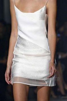 stunning little white dress Runway Fashion, Womens Fashion, Estilo Fashion, Little White Dresses, Looks Cool, Ss16, White Fashion, White Style, Fashion Details