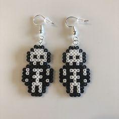 Easy Perler Bead Patterns, Melty Bead Patterns, Perler Bead Templates, Diy Perler Beads, Perler Bead Art, Pearler Beads, Hama Beads Jewelry, Perler Earrings, Hamma Beads Ideas