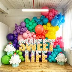 Birthday Balloon Decorations, Birthday Balloons, Birthday Party Decorations, Birthday Goals, Birthday Candy, Candy Theme, Candy Party, Balloon Garland, Balloon Party
