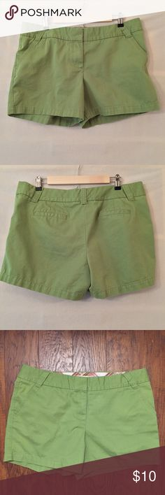 """J. Crew Granny Smith green 5"""" chino twill shorts EUC. No rips, stains, tears, or holes. J. Crew factory 5"""" weathered, broken-in chino classic twill shorts in a bright Granny Smith apple green. Color most accurate in photo #3. Slash front pockets. Welt back pockets. Slanted belt loops. City fit. 100% cotton. Measurements (flat): waist 18"""", hip 21.5"""", rise 11"""", inseam 5"""". 4"""" zipper fly with double hook-and-bar closure and inside button. Machine wash. Style tag has been removed. No trades…"""