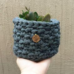 Para os moderninhos de plantão!!!Use como cachepot de plantas ou como…
