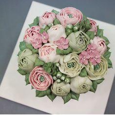 「 flowercake  #flowers #flowercake #nanacake #cake #cakes#플라워케이크#꽃케이크#꽃케잌#baking#나나케이크#꽃스타그램  #have a good day #태풍이 지나간 자리 #맑다 」