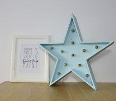 Estrella con Luz Azul #estrellaconbombillas #iluminacion #decoraciónnórdica #nordicstyle #estilonordico #kidsroom #deco #estrellamadera #estrellaconluces