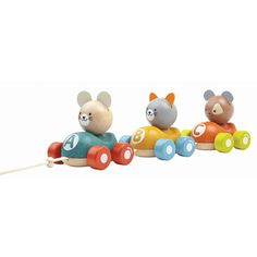 Three buddy racers come in this set. Imagine a cat chasing after a mouse but also running away from a dog that follows closely behind! Children can play separately or together as a pull-toy.