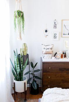 California modern bedroom.