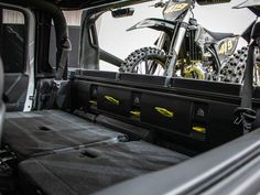 The Jeep Flatbill pickup is ready for dirt bike adventures - Roadshow New Jeep Truck, Easter Jeep Safari, Engine Working, 20 Inch Wheels, Bed Liner, Motocross Bikes, Lift Kits, Fender Flares, Jeep Gladiator