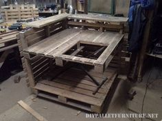 modifications and wise readjustments to pallet boards! This DIY pallet kitchen island with stove is an achievement here we are talking about and gives you Pallet Island, Pallet Kitchen Island, Kitchen Island With Stove, Wooden Pallet Projects, Wooden Pallet Furniture, Wooden Pallets, Kitchen Post, Mud Kitchen, Recycled Kitchen